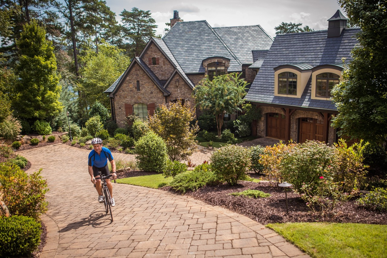 As cycling's popularity grows, developers say amenities for bikers are on the rise, from bike concierges to rides with pros. Photo: Mike Belleme for The Wall Street Journal.